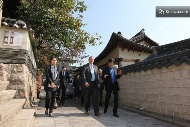 Eric and Dr. Jo, CEO of kozaza, at Bukchon Hanok Village
